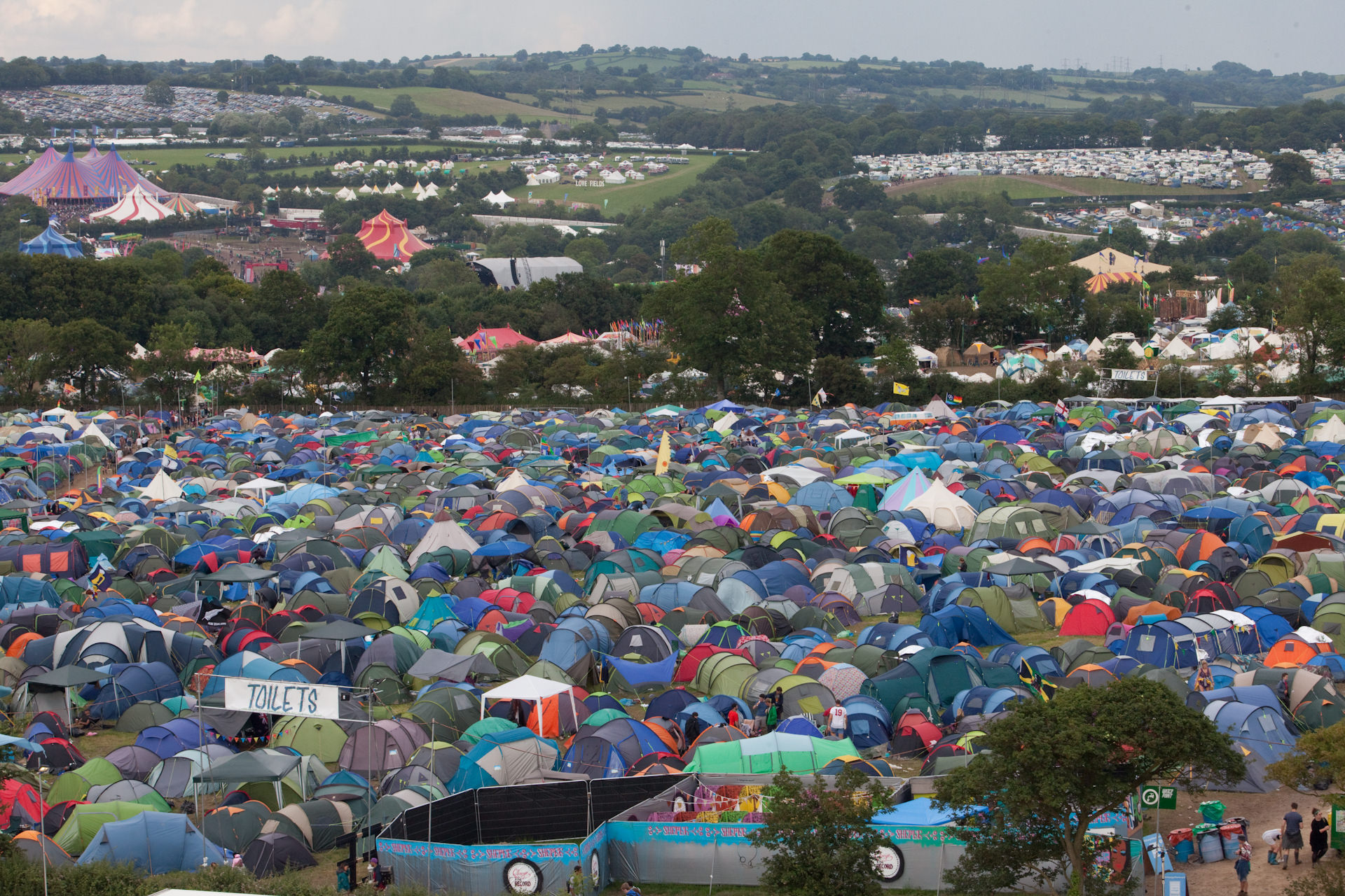glastonbury festival Glastonbury festival is a five-day festival of contemporary performing arts with a noble cause: to support sustainable projects.