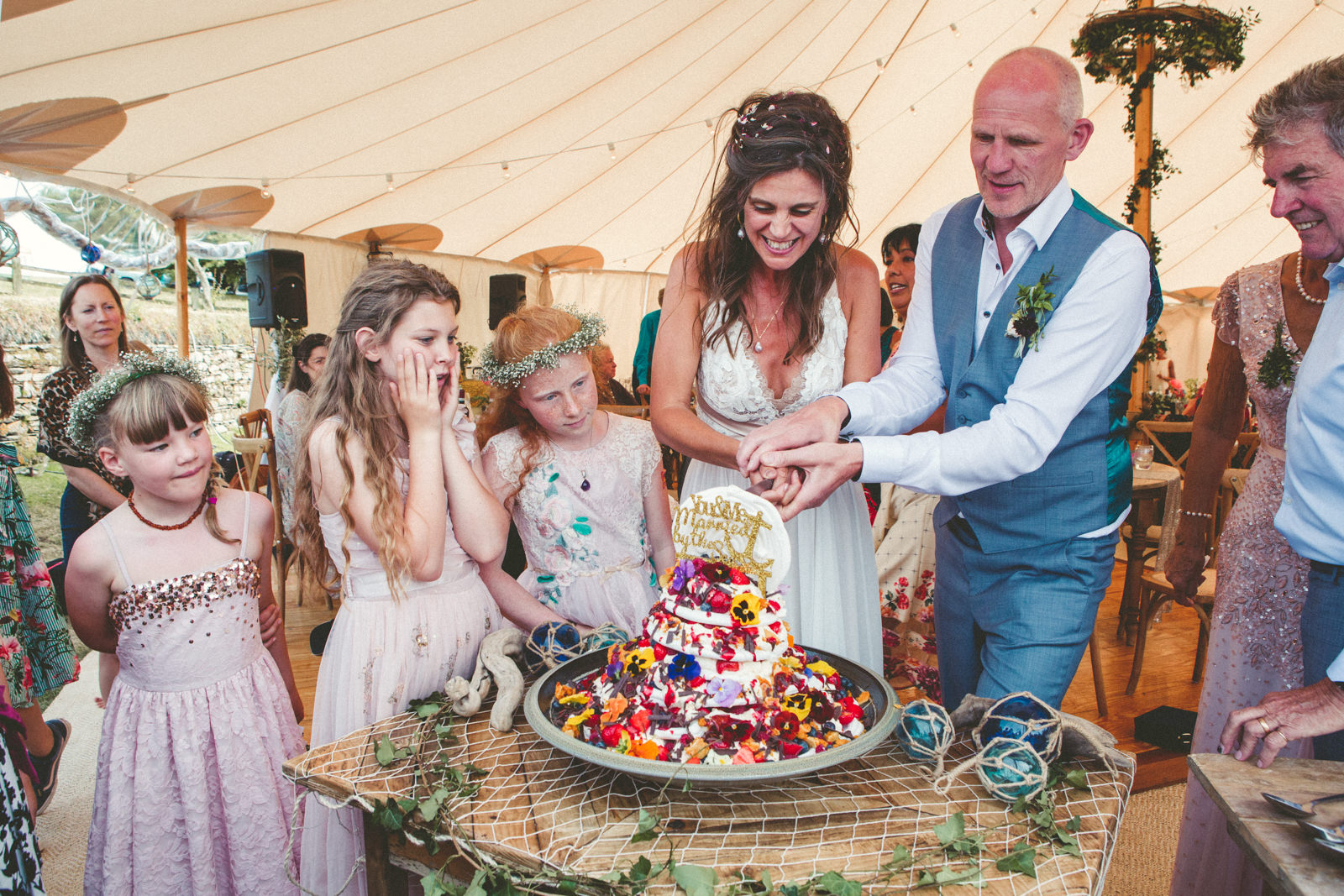 Lynsey & Dirk Cutting Cake Wedding Photography