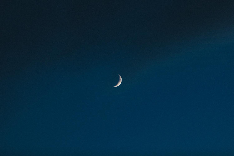 crescent moon, moon at night, moon