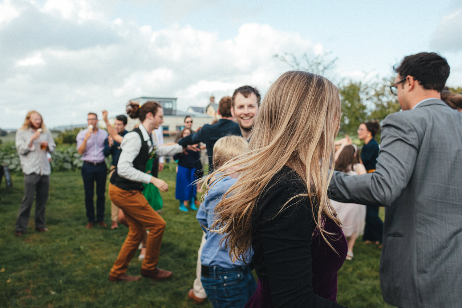 ceilidh, wedding ceilidh, dancing, wedding dance, wedding guests, outdoor wedding photography, farm wedding, devon wedding, devon wedding photographer, alternative wedding, eco friendly wedding, green wedding